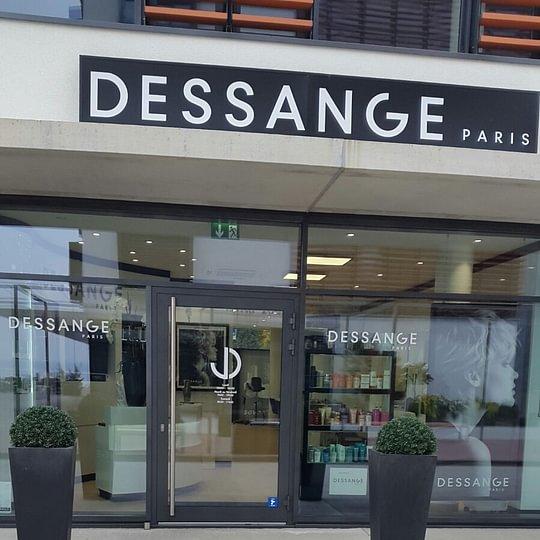 vitrine salon de coiffure DESSANGE Versoix