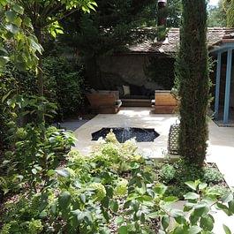 Fontaine et terrasse