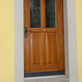 Haustüre in Nussbaum