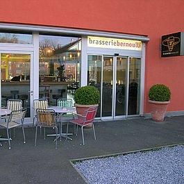 Brasserie Bernoulli von der Hardturmstrasse her