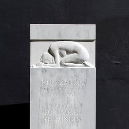 Grabstein Bardiglio Marmor, Trauernde Frau
