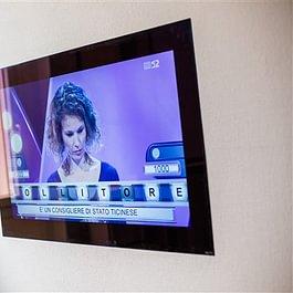 TV in der Wand / Lautsprecher unsichtbar