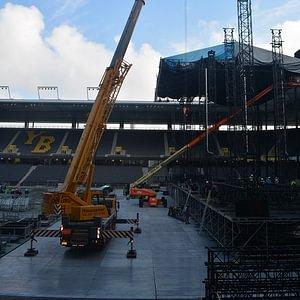 Kraneinsatz im Stade de Suisse