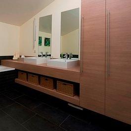 Badezimmermöbel in Kunstharz