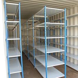 Box équipé d'étagères pour archives