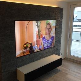Installation LCD mit Spectral Möbel