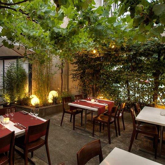 Arunis Thai Restaurant