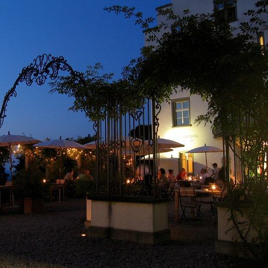 Schloss-Terrasse