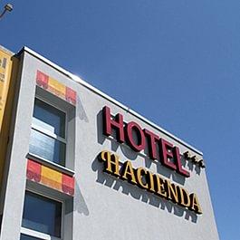 Notre hôtel est un établissement récent et de conception moderne, 40 chambres équipées d'un lit double et espace de travail, WIFI gratuit, télévision HD, grand parking gratuit