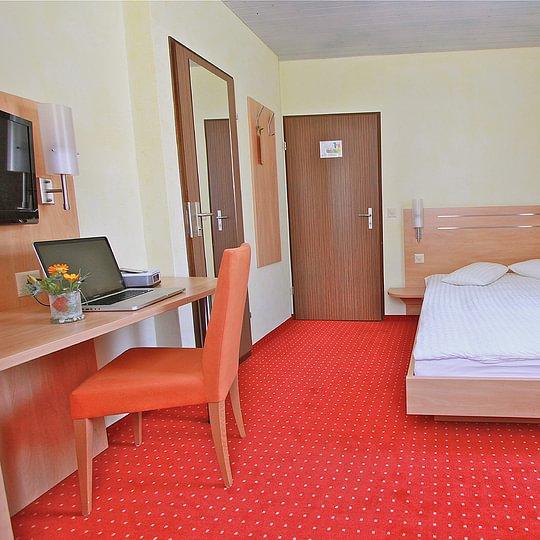 Full-Bed Zimmer Hotel des alpes Fiesch