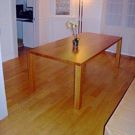Massivholz-Tisch in Kirschbaum