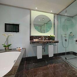 Ambassador Suite (bathroom) - Le Richemond