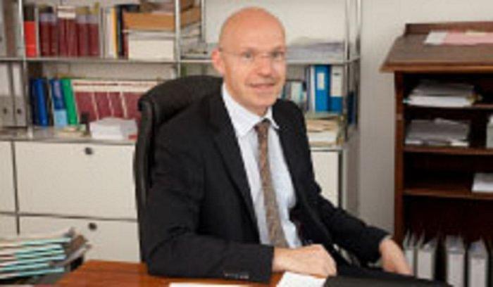 Dr. Erik Johner