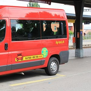 Maxivan bis 8 Fahrgäste oder Rollstuhl-Transporter