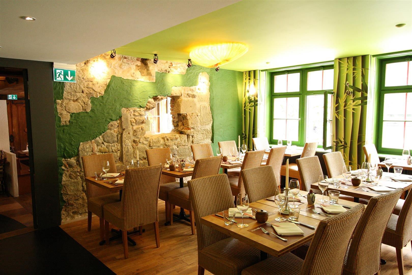 plattform restaurants mit tapas bar in bern adresse ffnungszeiten auf einsehen. Black Bedroom Furniture Sets. Home Design Ideas