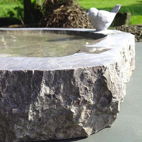 Vogelbad aus Kalkstein