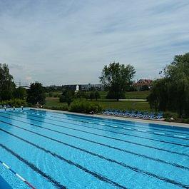 Freibad 50m Schwimmerbecken mit Sprungturm 1m/3m