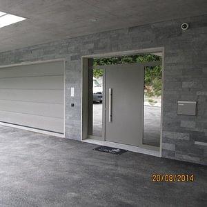 Porte de garage et porte d'entrée Hoermann