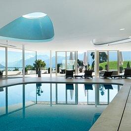 Swimming pool Clinique La Prairie