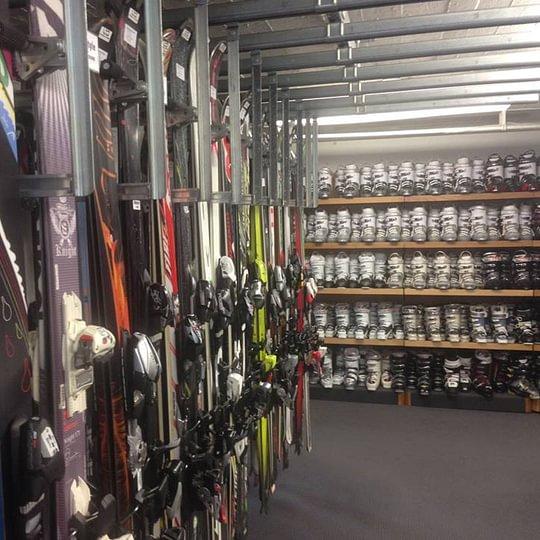 Riesenauswahl an Skis