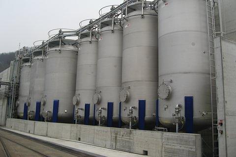 Lösungsmittel Tanklager in Edelstahl