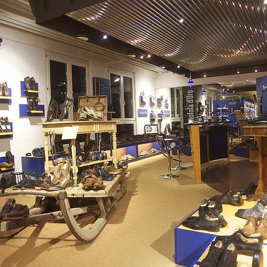 Tschili Shoe Store