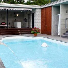 Neubau Polyester-Schwimmbad, Einfamilienhaus in Büsserach