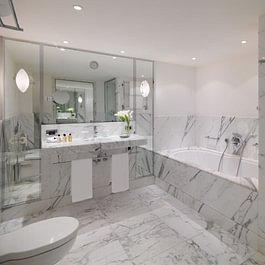 Marble bathroom - Le Richemond