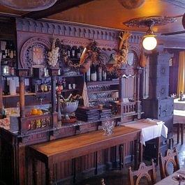 Spanische Weinhalle