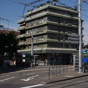 Praxisgebäude am Albisriederplatz 3