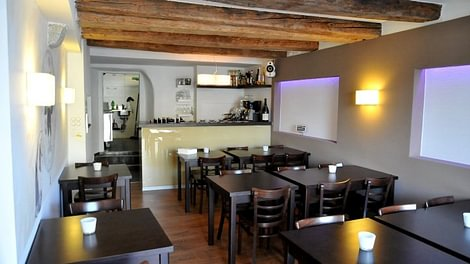 aarebar in solothurn. Black Bedroom Furniture Sets. Home Design Ideas