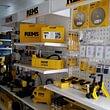 Service- und Reparaturbereich der REMS Maschinen und Vorrichtungen inkl. REMS-Shop mit einer breiten Palette an Maschinen, Werkzeugen, Vorrichtungen, Zubehör und Ersatzteilen