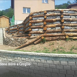 muro in legno e sassi a Croglio