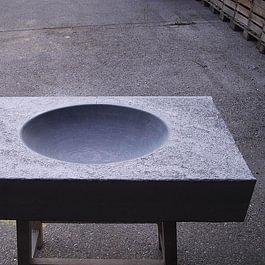 lavabo massif en pierre de Saxon