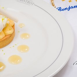 Tarte citron et sa quenelle de crème yuzu
