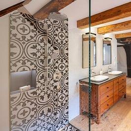 Mit viel Liebe zum Detail und grösster Sorgfalt konnte das denkmalgeschützte Haus den heutigen Bedürfnissen entsprechend saniert werden.