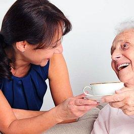 Badante: Aiuto al pasto; igiene personale e prestazioni igienico-sanitarie.