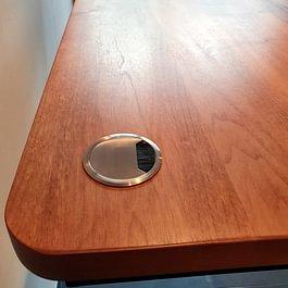 Schreibtisch Detail Kabeldurchlass Edelstahl gebürstet
