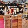 Im attraktiven Verkaufslokal finden Sie eine grosse Auswahl an erlesenen Weine und Spirituosen.