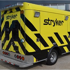 Décoration d'une ambulance. véhicule de démo réalisé en autocollant découpé. Production et pose du visuel selon une charte graphique précise.