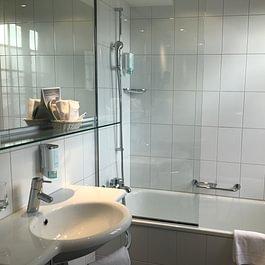 Zimmer mit Badewanne