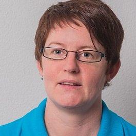 Petra Schmid, Dentalassistentin