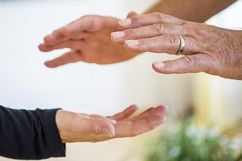 Healing Touch - Healing Hug - Reiki - Fernheilung - Fernbehandlung