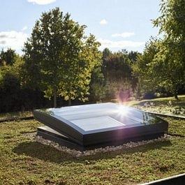 NOUVEAU : fenêtre de toit plat VELUX vitrage bombé