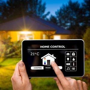 Vernetzen Sie Haustechnik, Smart Metering, Elektrohaushaltgeräte, Multimediageräte und Internet
