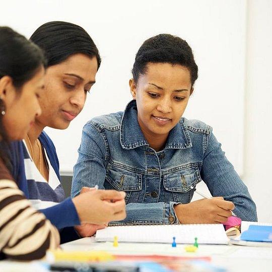Schülerinnen in einem Deutschkurs bei ECAP Zürich