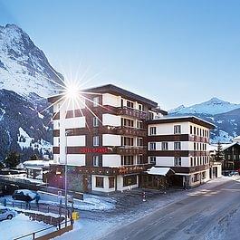 Aussenansicht Winter Hotel Spinne Grindelwald