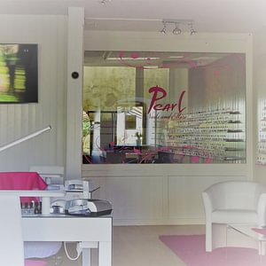 Pearl Nails and More Studio in Murten