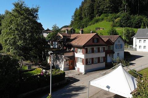 Charmantes 5-Zimmer-Flarzhaus mit Gartenparzelle und Werkstattgebäude