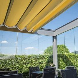Pergolas - protection solaires en toiles ou vitrées